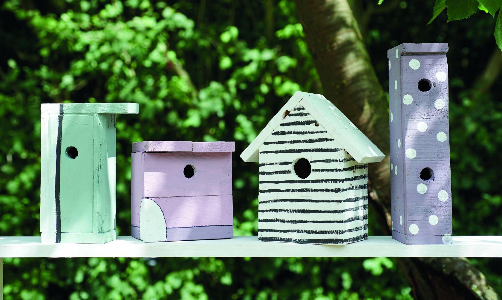 Dùng pallet gỗ cũ làm chuồng chim mini siêu dễ thương