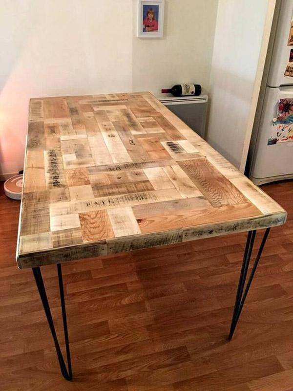 Ghép các thanh gỗ rời rạc đó lại làm mặt bàn