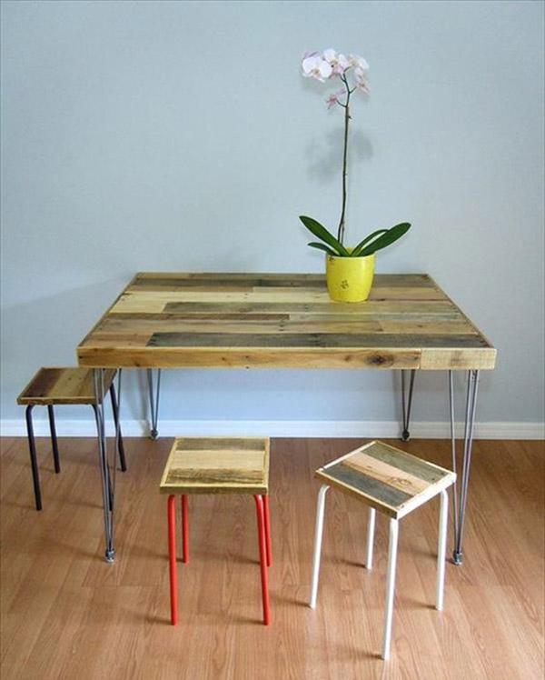 Bàn ăn tối giản với bàn gỗ chân Hairpin