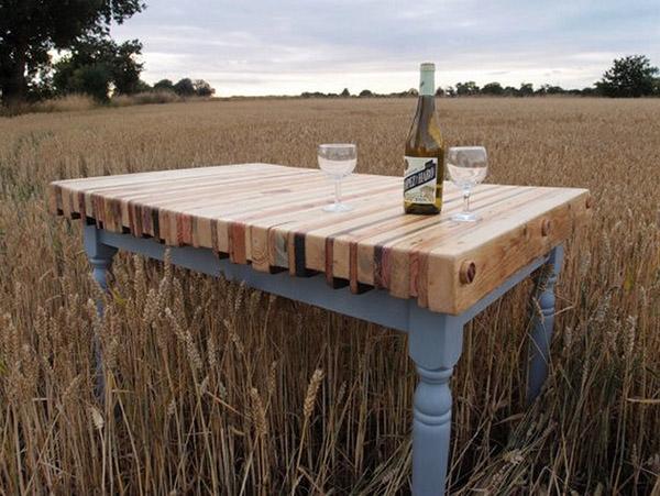 Mặt bàn làm từ các thanh pallet ghép dọc là ý tưởng tuyệt vời và thú vị