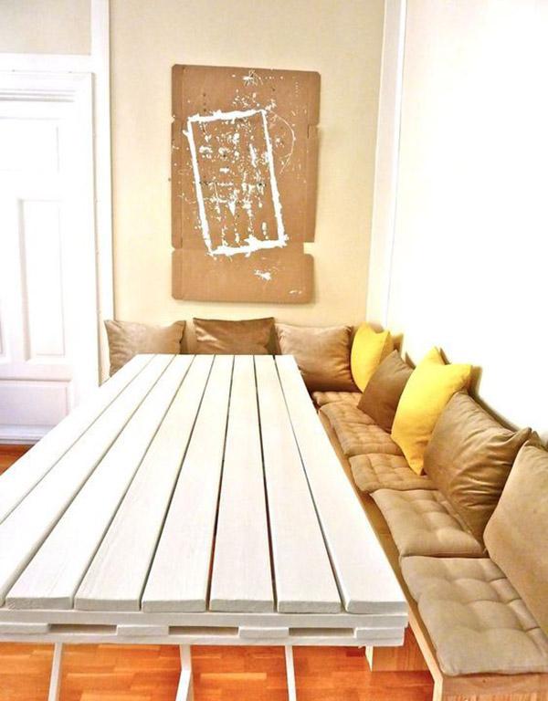 Mặt bàn sơn trắng trẻ trung, chân kim loại mảnh cách điệu