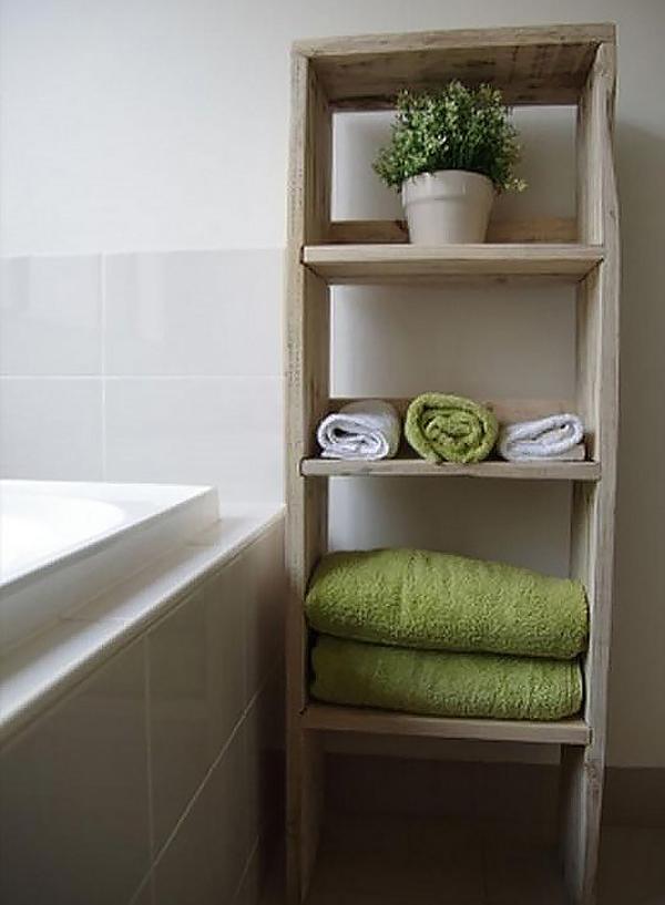 Kệ để khăn nhiều tầng đặt sát bồn tắm