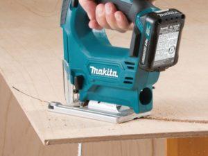 máy cắt gỗ cầm tay